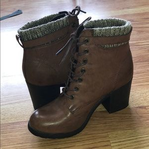Shoes - Heeled lace up boots